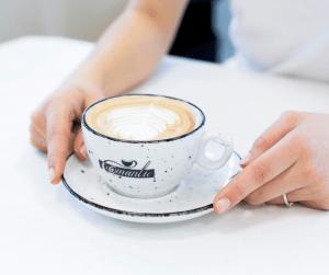 Romantic espreso kave za popoln užitek v dnevu.